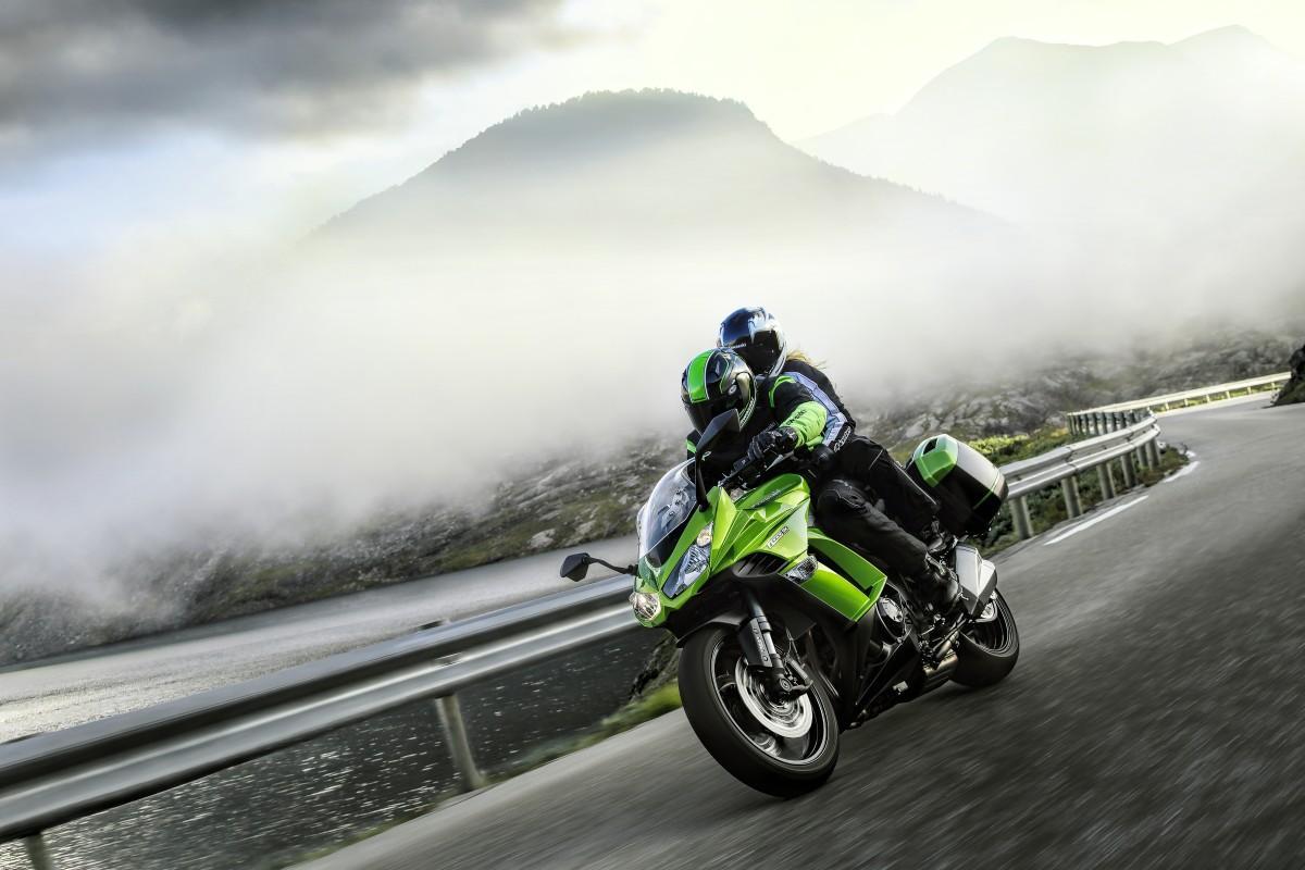 http://www.motorrad-bilder.at/slideshows/291/010091/Kawasaki_z1000_sx.3.jpg