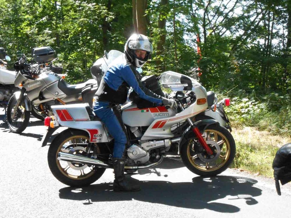 http://www.motorrad-bilder.at/slideshows/291/010142/Ducati-Pantah-SL-6001.jpg