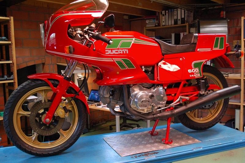 http://www.motorrad-bilder.at/slideshows/291/010142/Ducati-Pantah-SL-6004.jpg