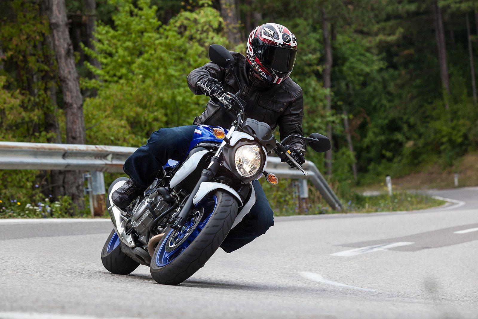 http://www.motorrad-bilder.at/slideshows/291/010144/suzuki_sfv_650_gladius_1.jpg
