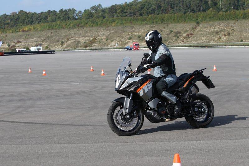 http://www.motorrad-bilder.at/slideshows/291/010174/ktm-adventure-1190-41.jpg