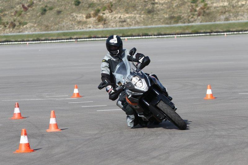 http://www.motorrad-bilder.at/slideshows/291/010174/ktm-adventure-1190-5.jpg