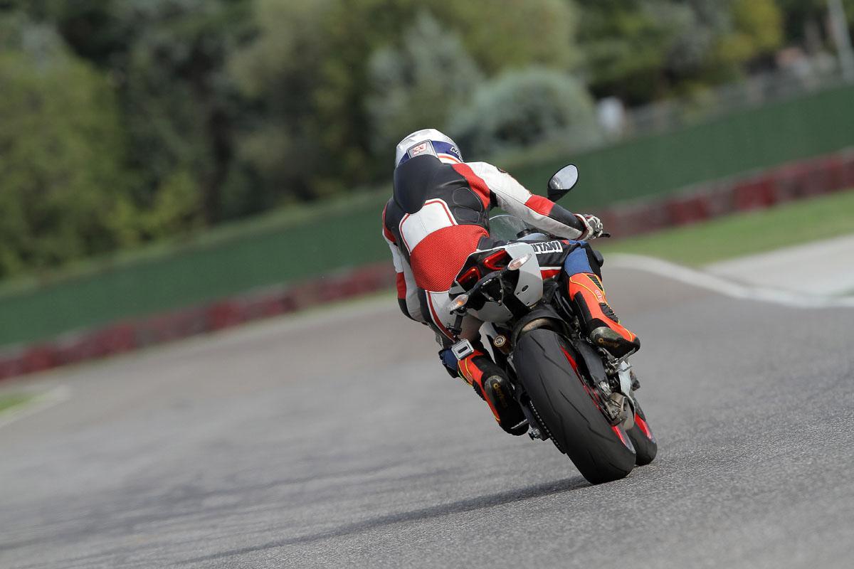 http://www.motorrad-bilder.at/slideshows/291/010241/ZAMP5075.jpg