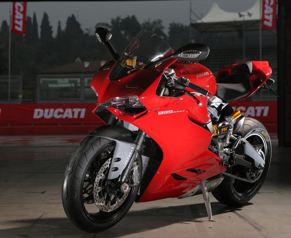 http://www.motorrad-bilder.at/slideshows/291/010249/DiabloRossoCorsa2.jpg