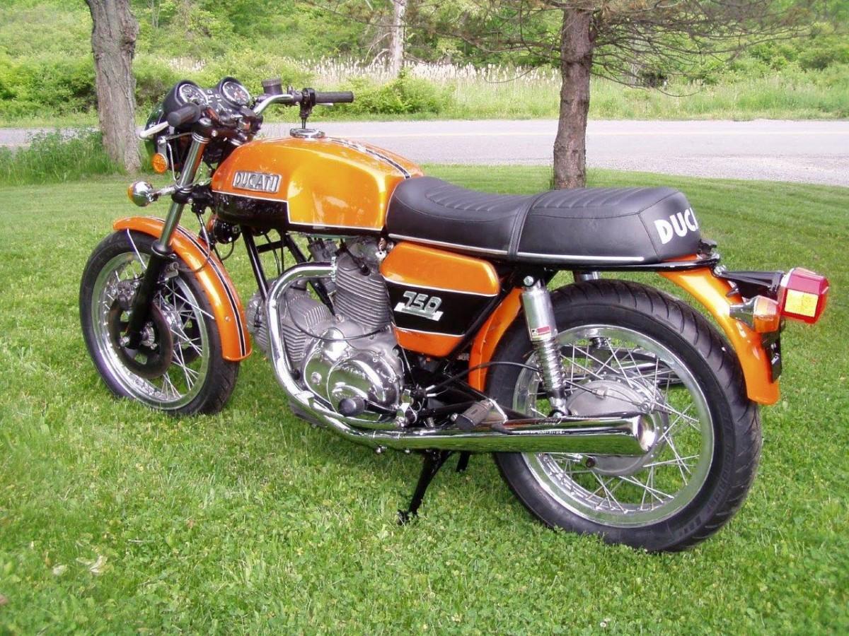 http://www.motorrad-bilder.at/slideshows/291/010325/ducati_750_gt_7.jpg