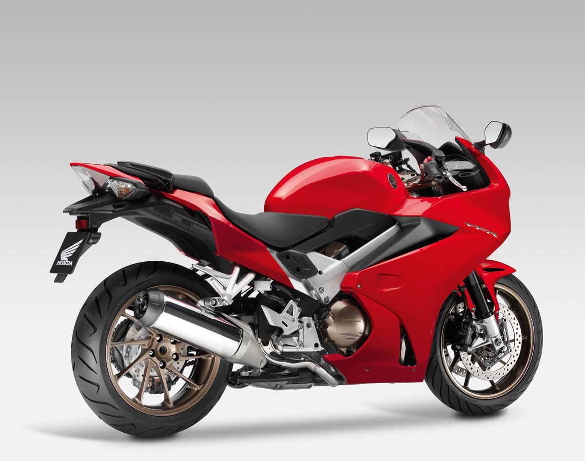 http://www.motorrad-bilder.at/slideshows/291/010333/honda-vfr800f-2014-4.jpg