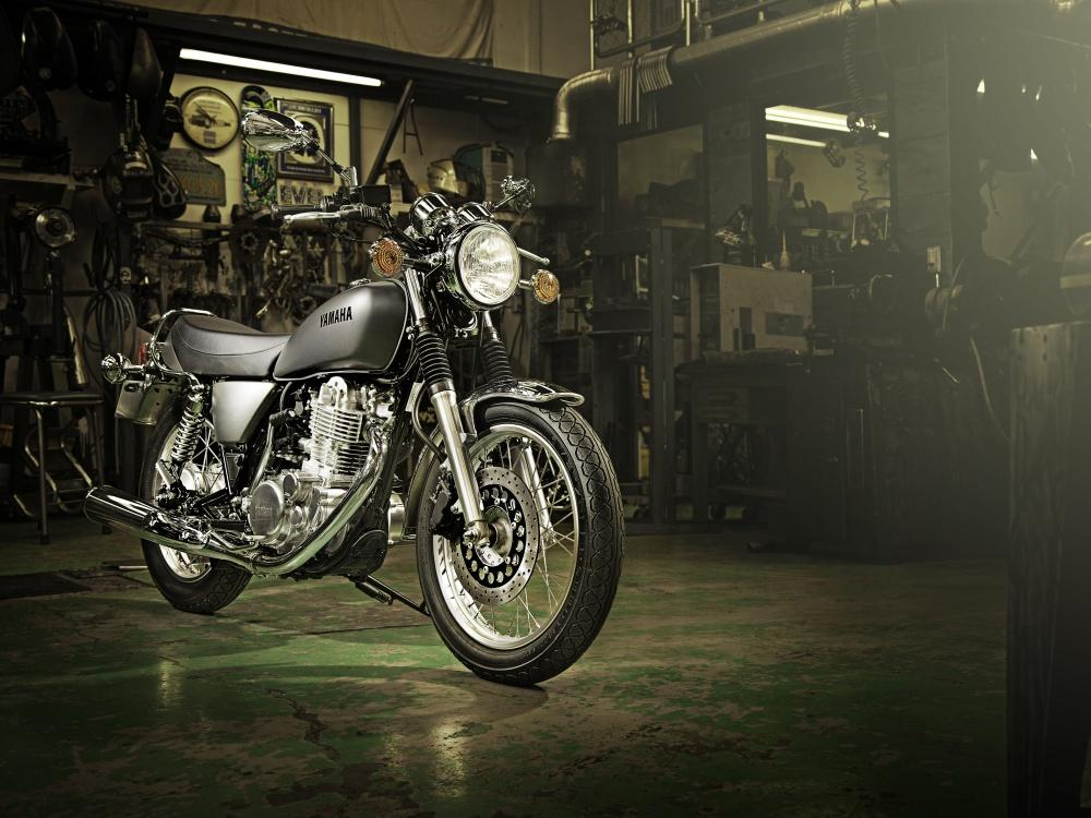 http://www.motorrad-bilder.at/slideshows/291/010380/yamaha-sr400-2.jpg