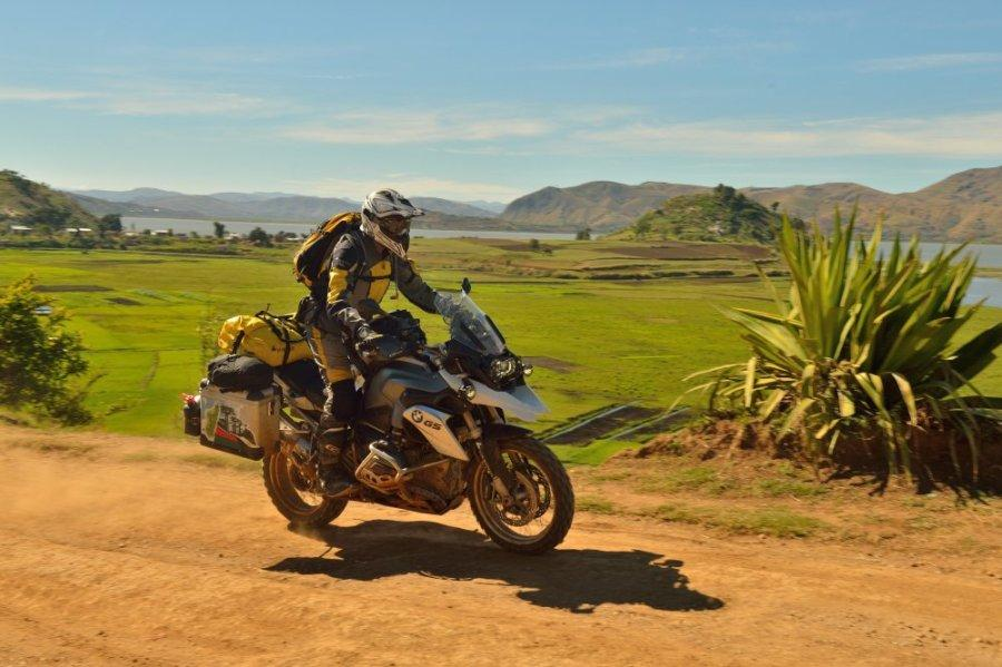 http://www.motorrad-bilder.at/slideshows/291/010469/afrika-36.jpg