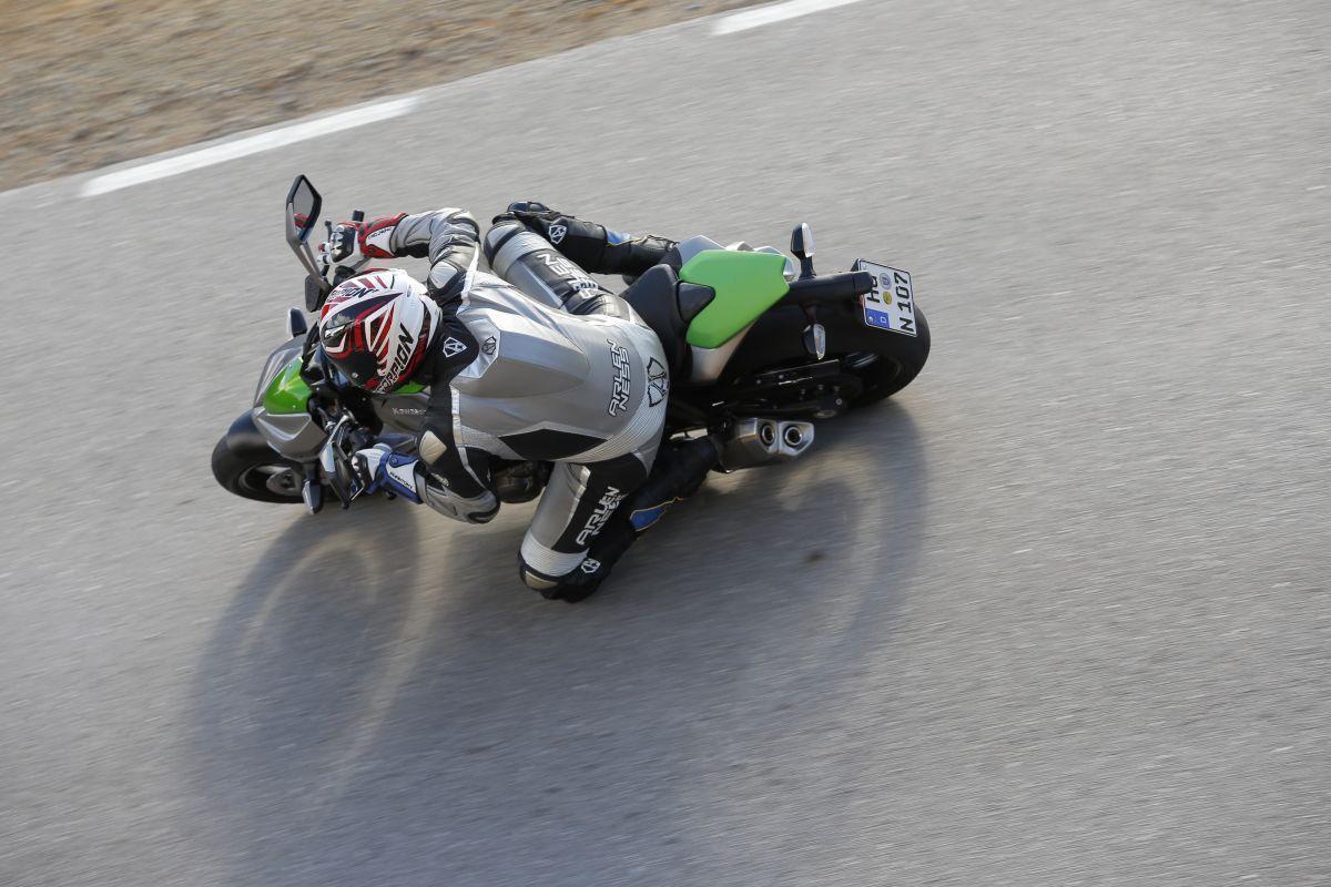 http://www.motorrad-bilder.at/slideshows/291/010497/kawasaki_z1000_2014_29.jpg