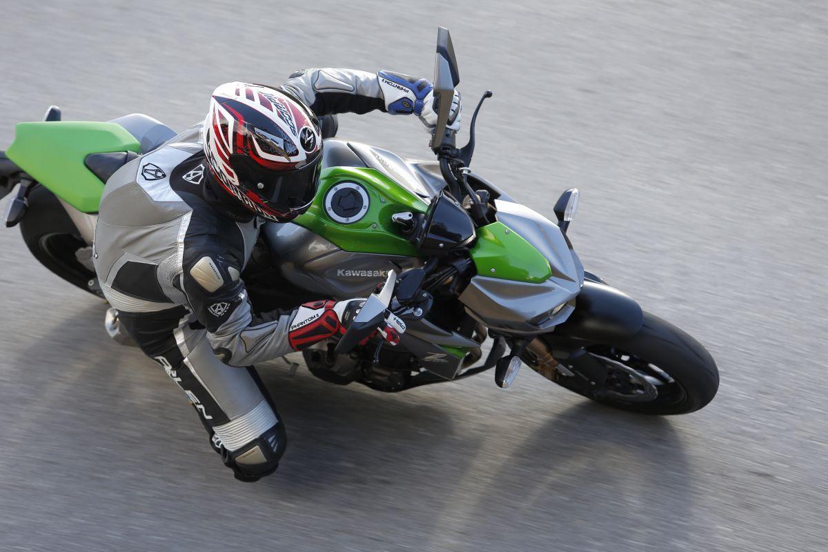 http://www.motorrad-bilder.at/slideshows/291/010497/kawasaki_z1000_2014_30.jpg