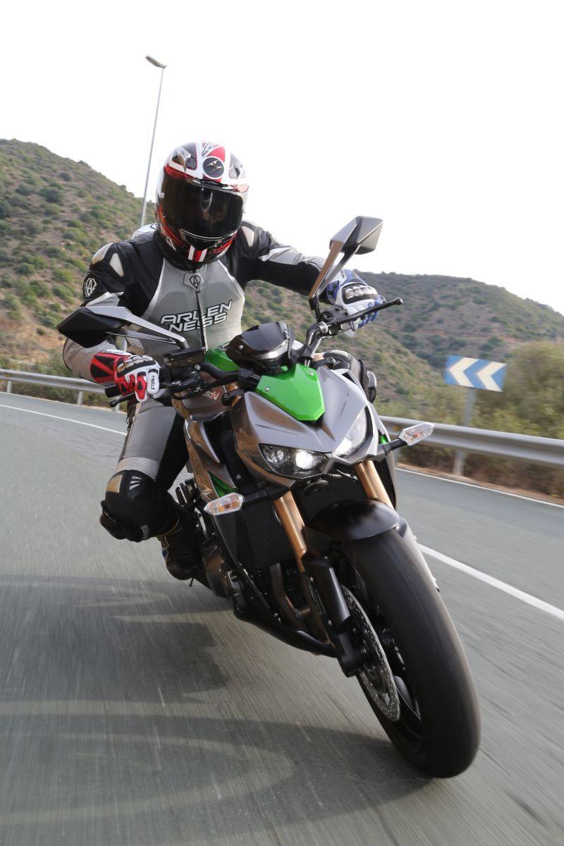 Kawasaki Z1000 2014 in Action Front
