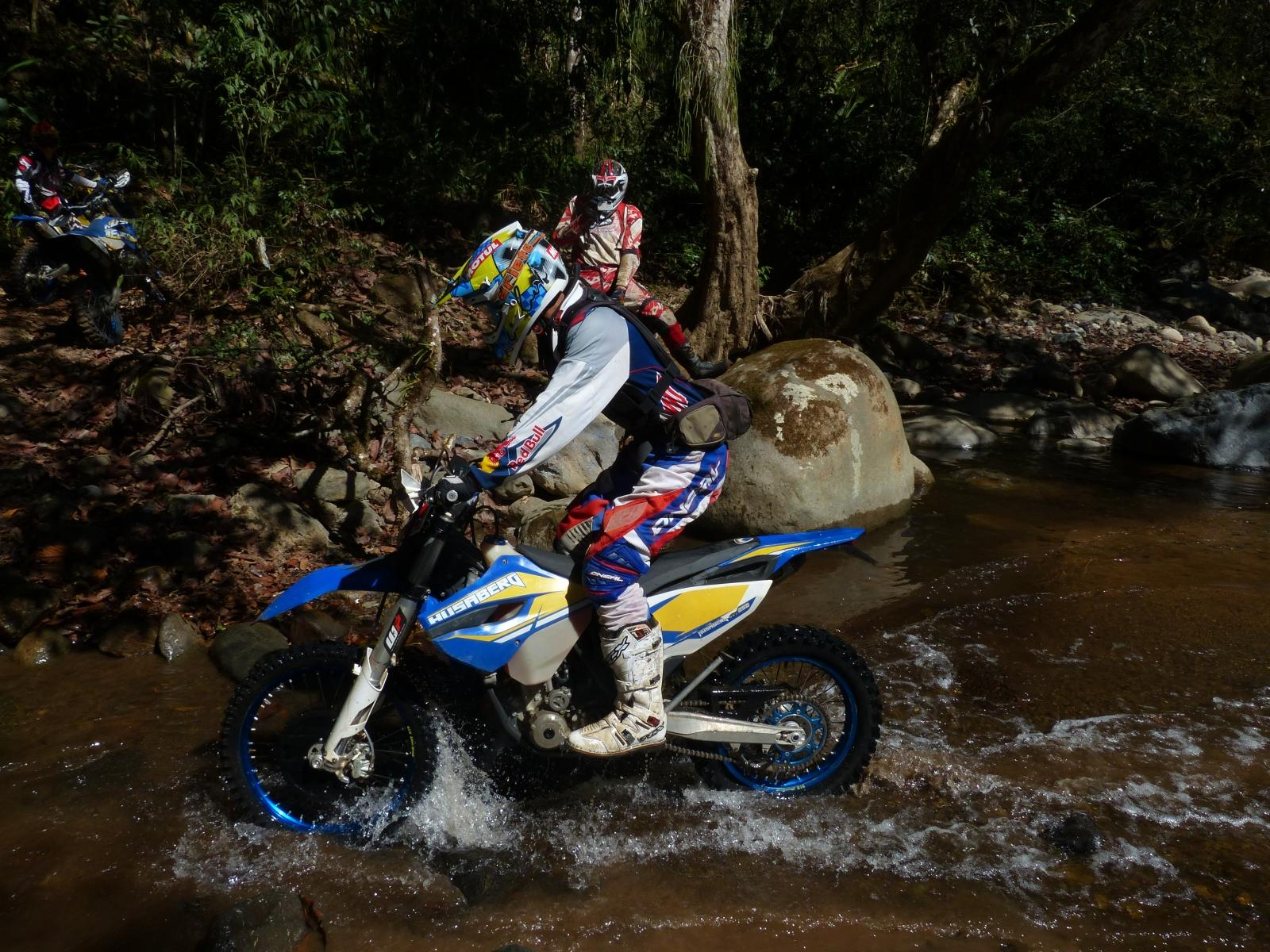 http://www.motorrad-bilder.at/slideshows/291/010638/enduro_offroad_costa_rica_020.jpg