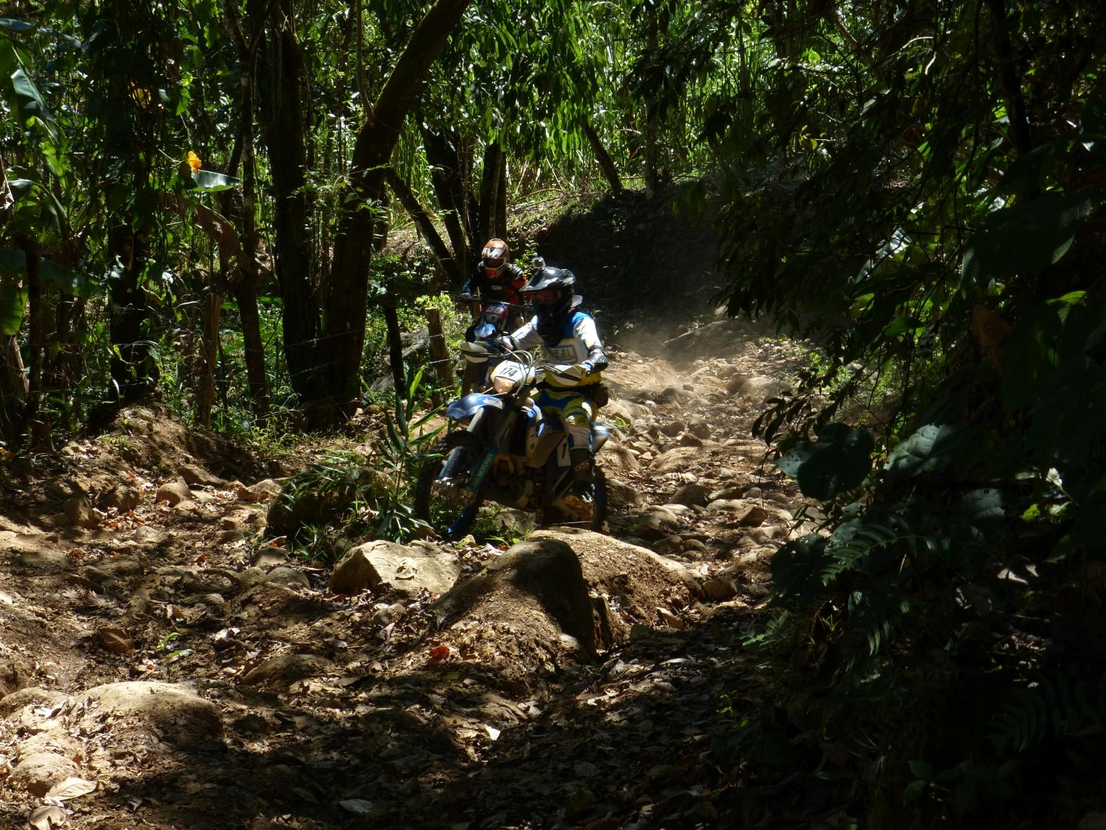 http://www.motorrad-bilder.at/slideshows/291/010638/enduro_offroad_costa_rica_021.jpg