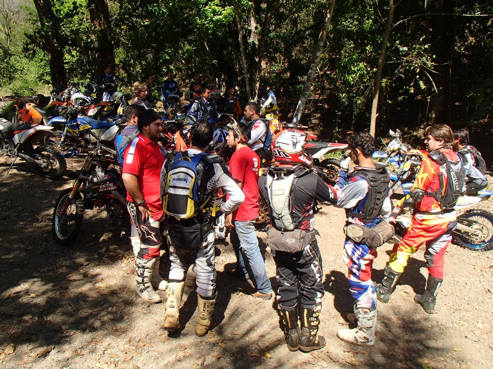 http://www.motorrad-bilder.at/slideshows/291/010638/enduro_offroad_costa_rica_007.jpg