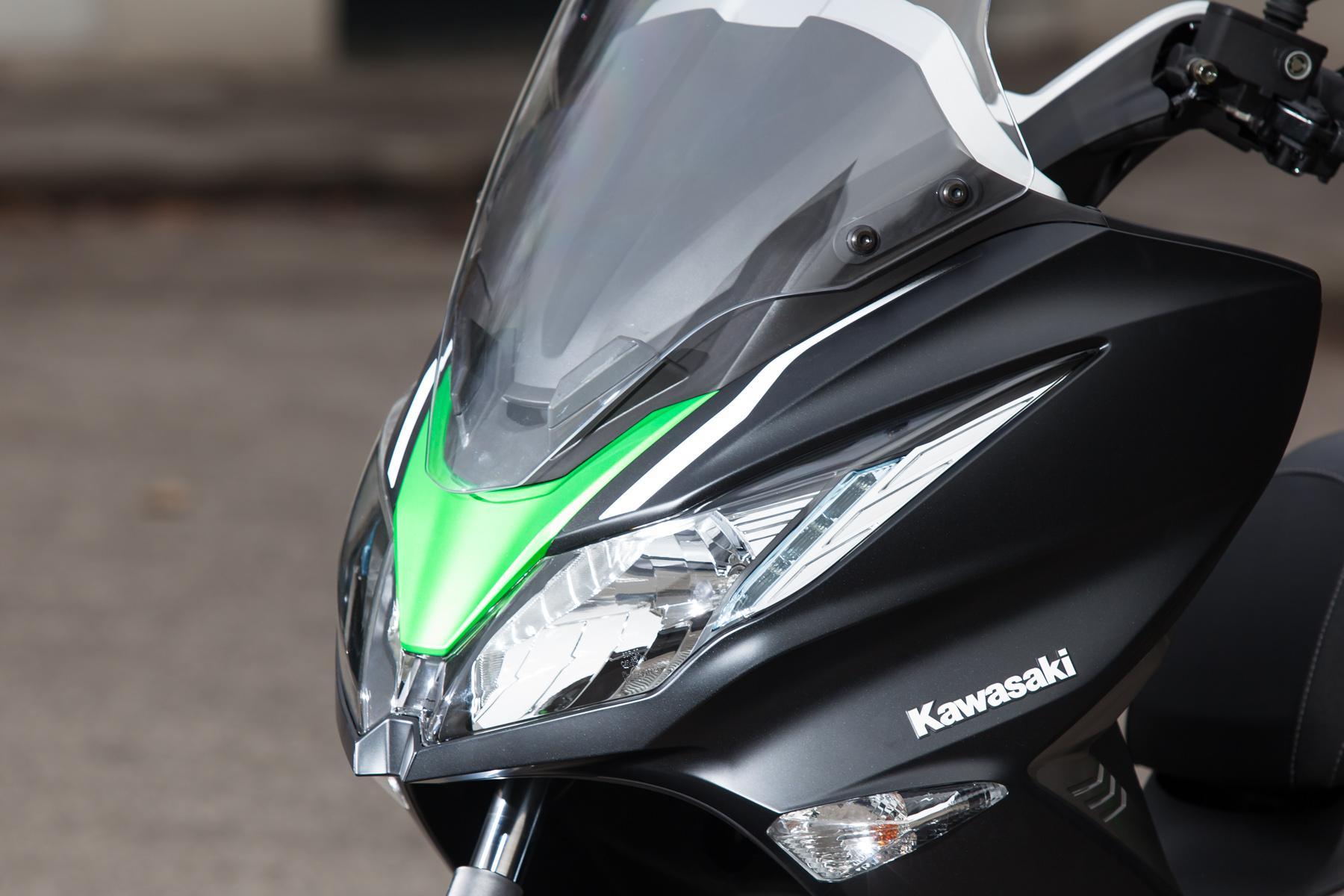 http://www.motorrad-bilder.at/slideshows/291/010647/kawasaki_j300_roller-1.jpg