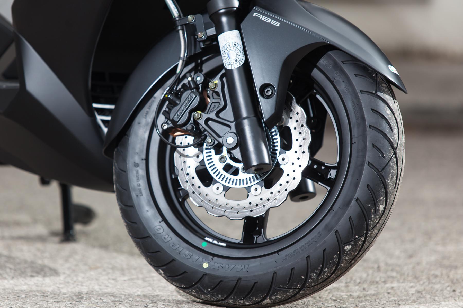 http://www.motorrad-bilder.at/slideshows/291/010647/kawasaki_j300_roller-10.jpg