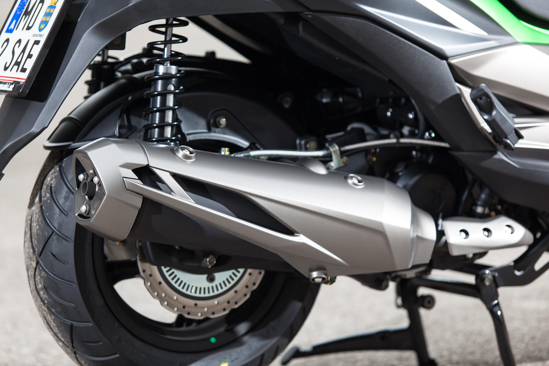 http://www.motorrad-bilder.at/slideshows/291/010647/kawasaki_j300_roller-14.jpg