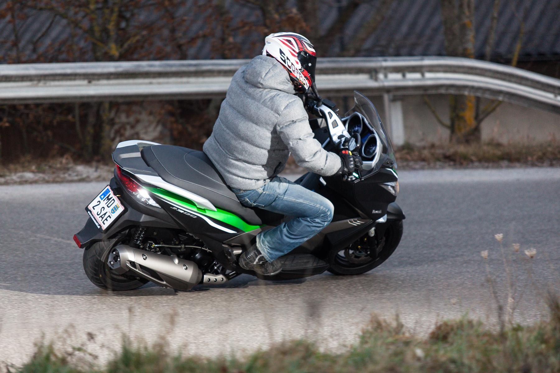 http://www.motorrad-bilder.at/slideshows/291/010647/kawasaki_j300_roller-45.jpg
