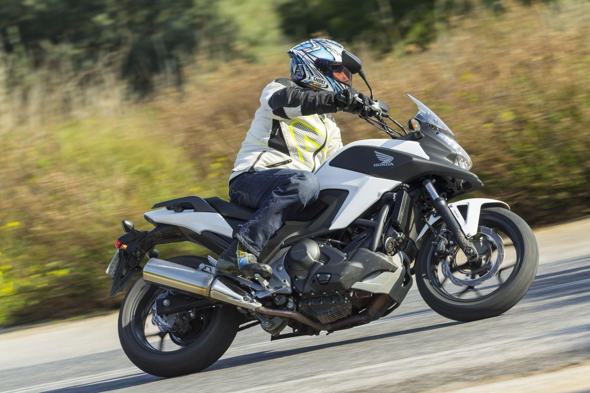 http://www.motorrad-bilder.at/slideshows/291/010738/honda_nc750x_dct_26.jpg