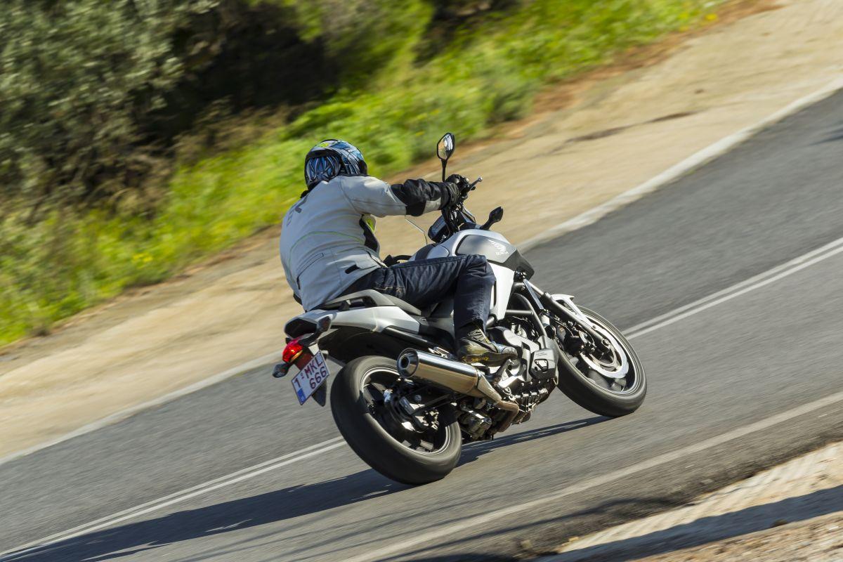 http://www.motorrad-bilder.at/slideshows/291/010738/honda_nc750x_dct_27.jpg