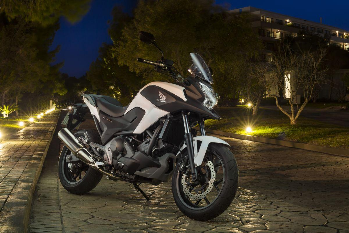 http://www.motorrad-bilder.at/slideshows/291/010739/honda_nc750x_dct_details_10.jpg
