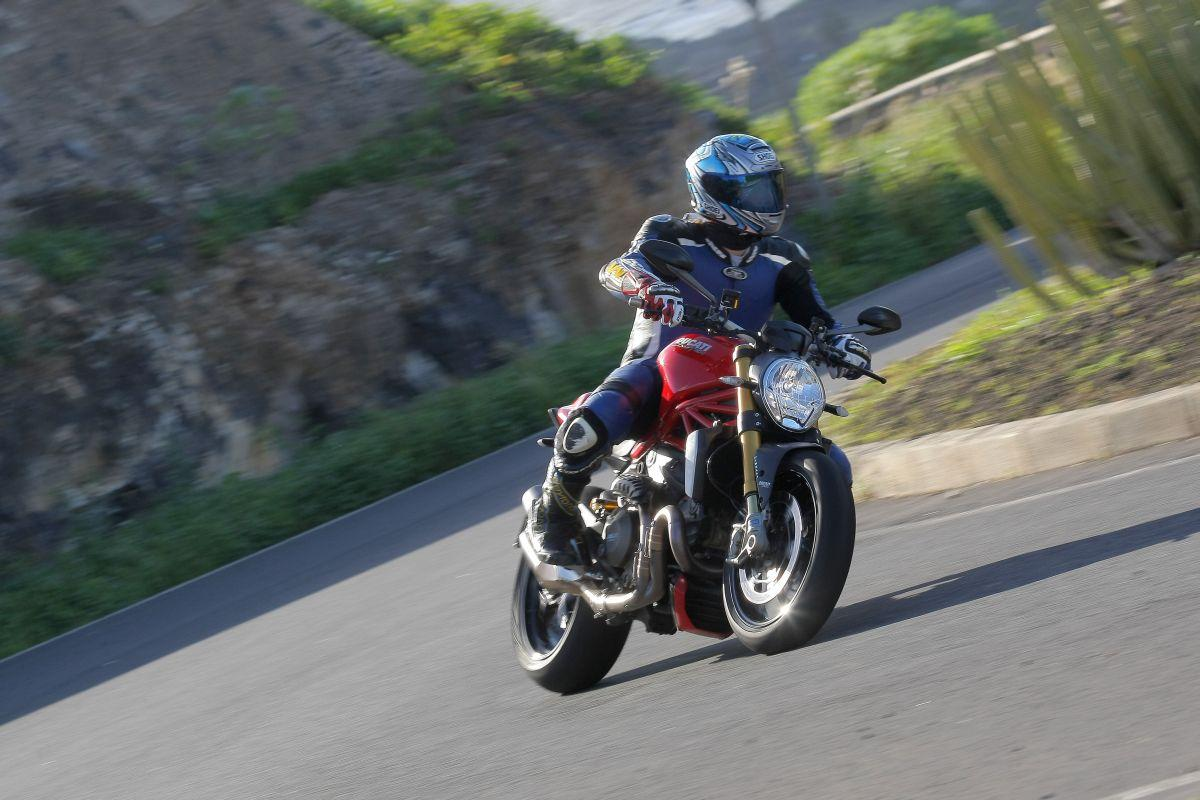 ducati monster 1200 s action. Black Bedroom Furniture Sets. Home Design Ideas