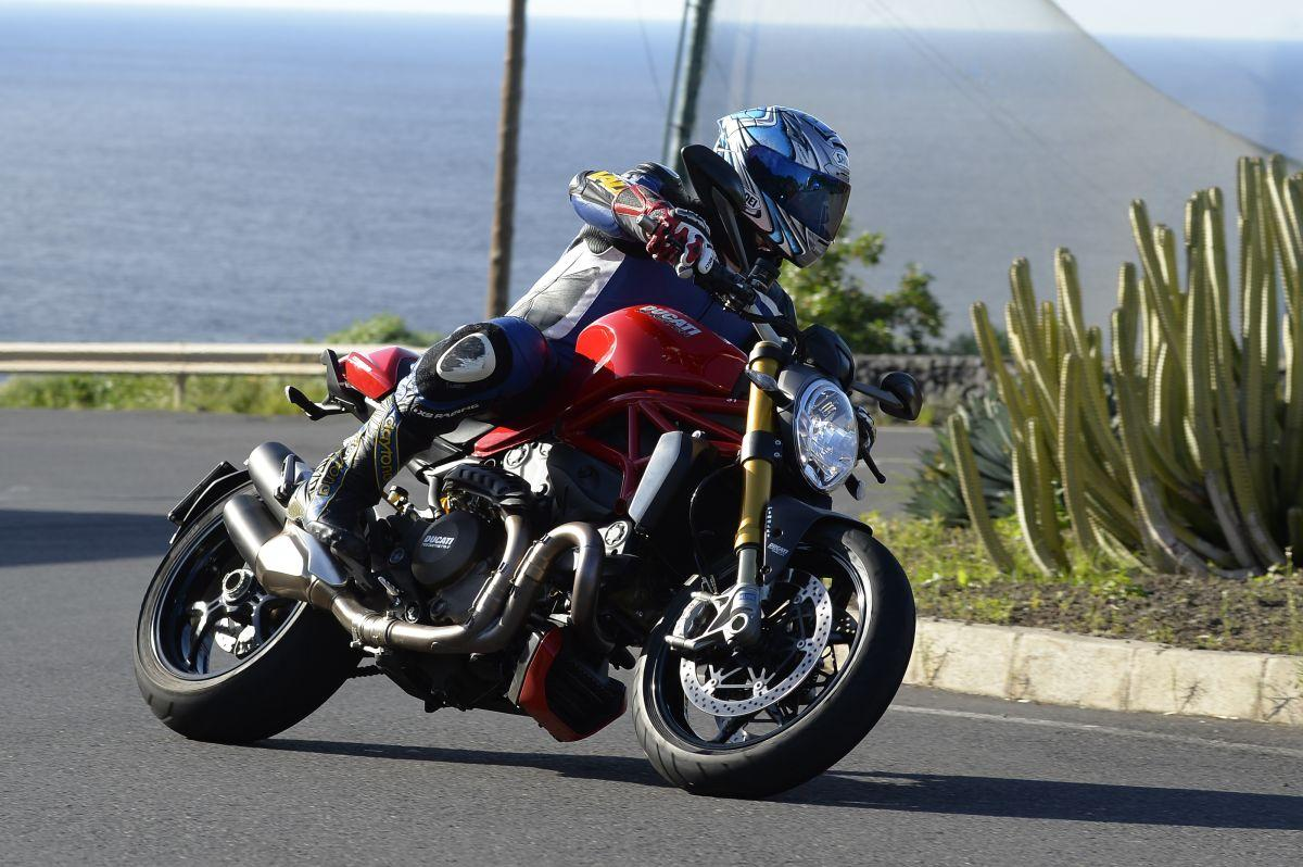 http://www.motorrad-bilder.at/slideshows/291/010776/ducati_monster1200s_action_56.jpg