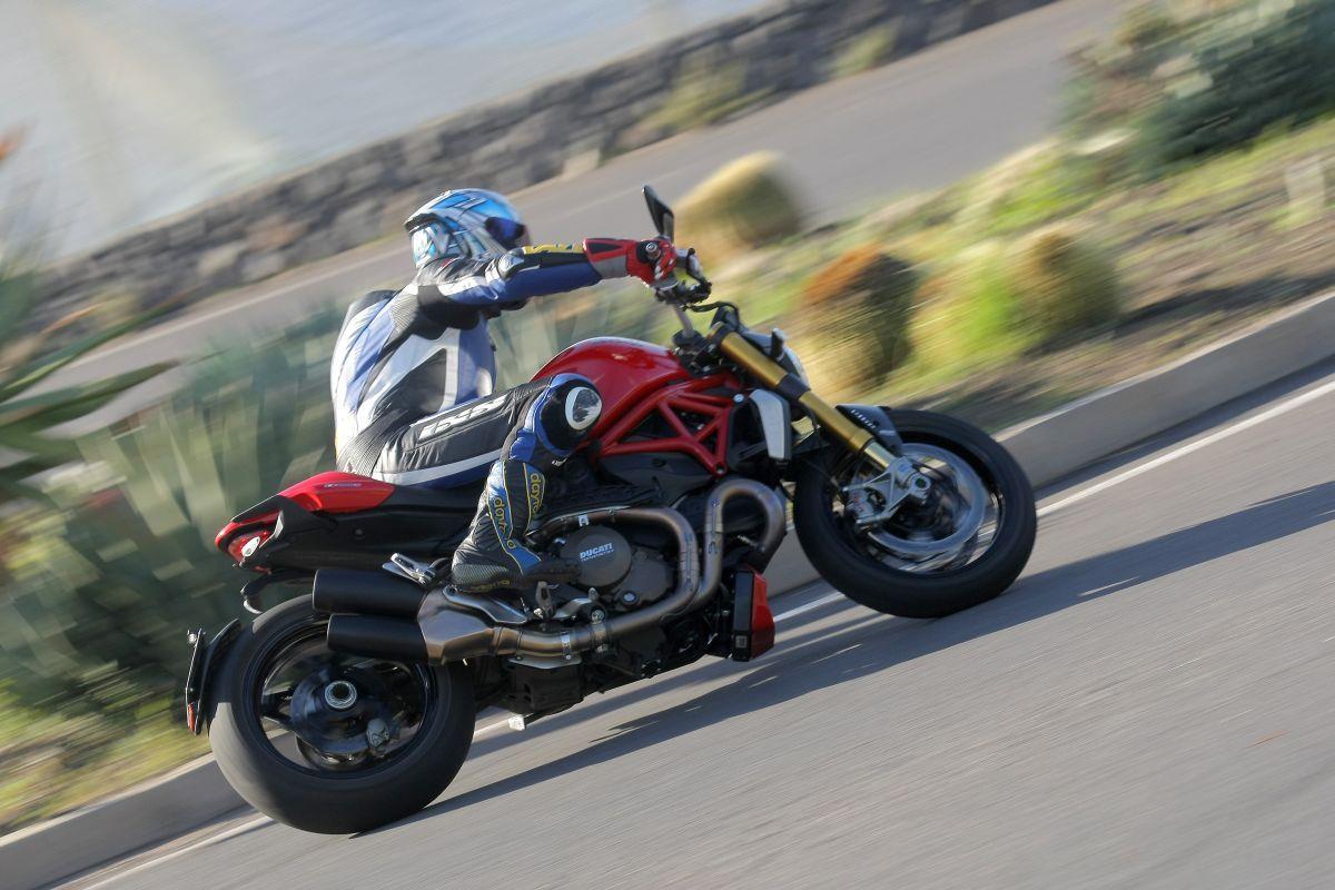 http://www.motorrad-bilder.at/slideshows/291/010776/ducati_monster1200s_action_7.jpg