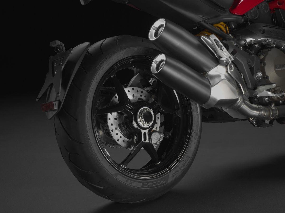 http://www.motorrad-bilder.at/slideshows/291/010777/ducati_monster1200s_details_10.jpg