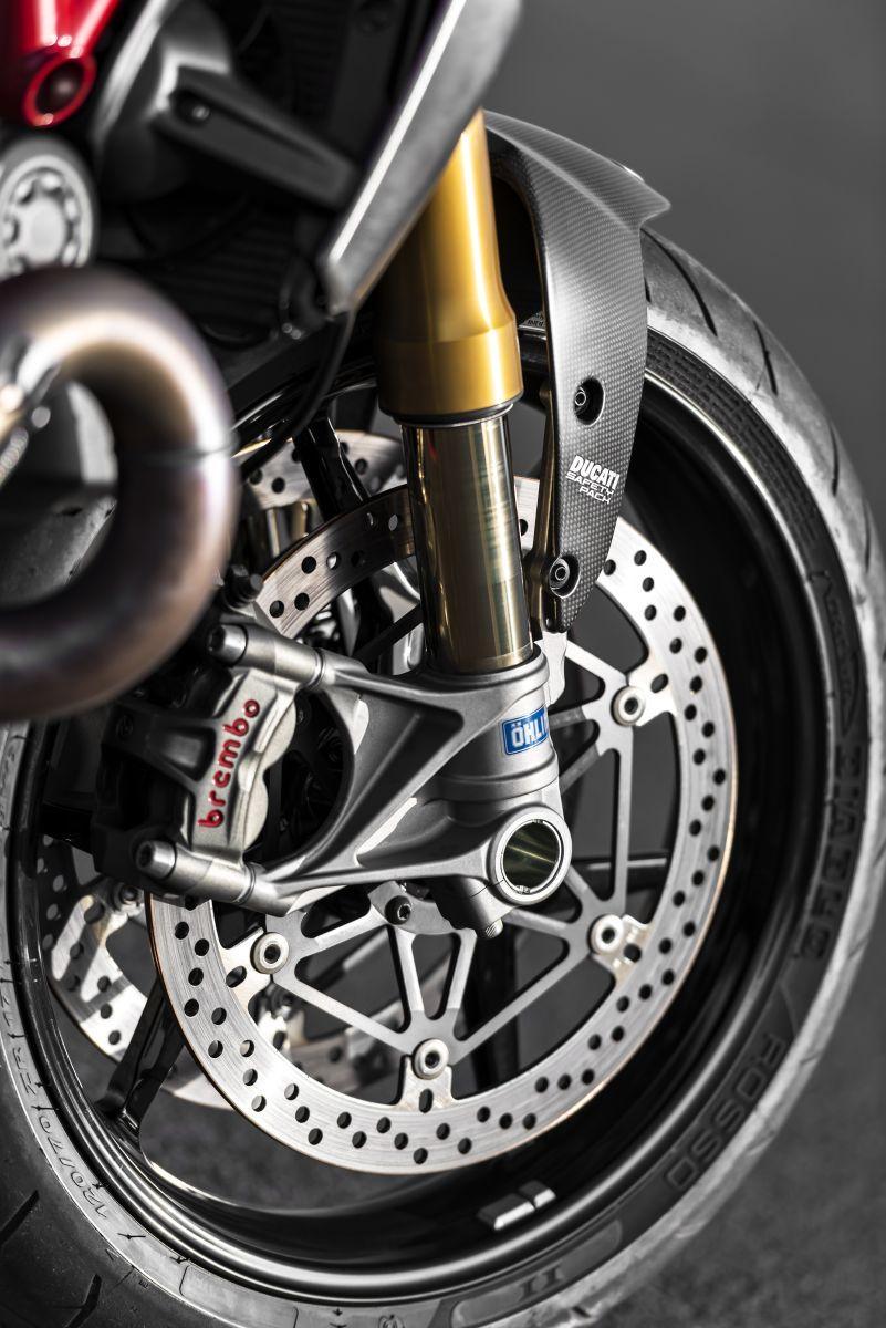 http://www.motorrad-bilder.at/slideshows/291/010777/ducati_monster1200s_details_29.jpg