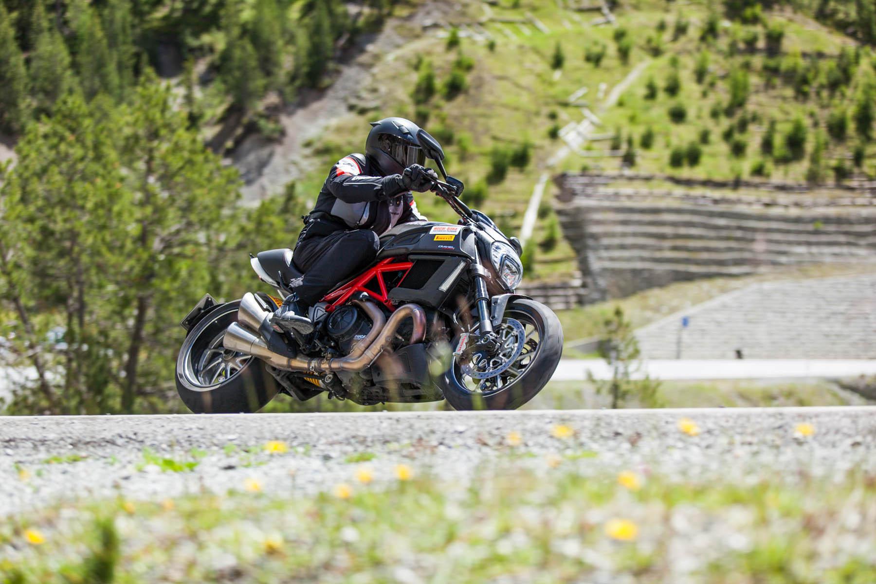 Ducati Diavel Alpen
