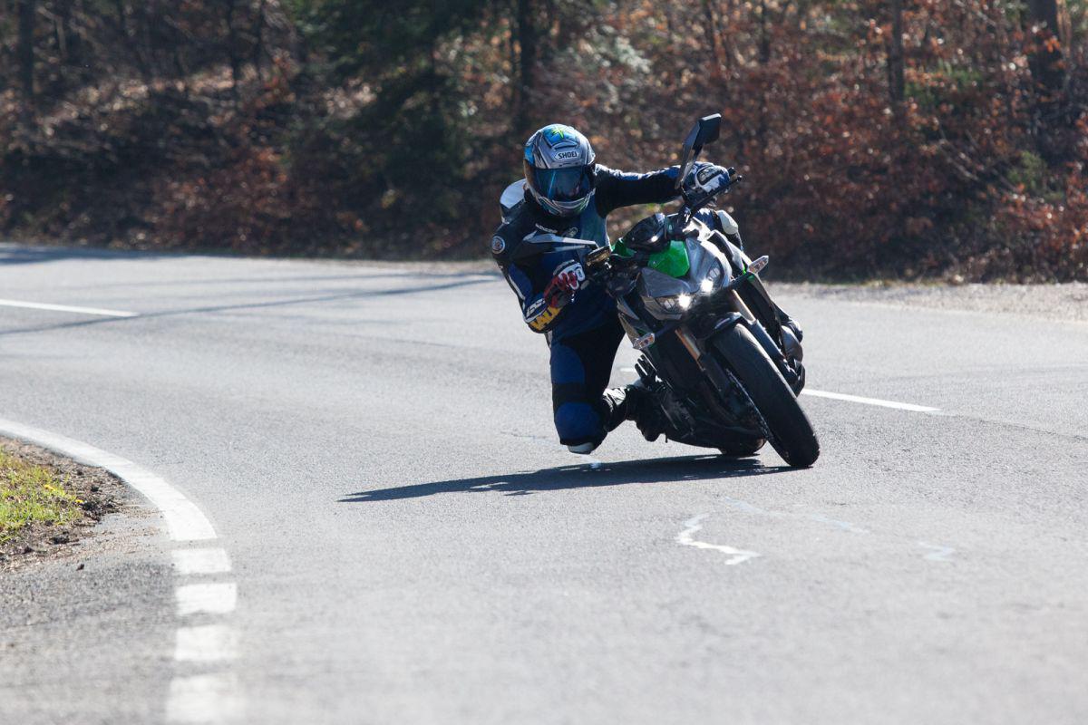 http://www.motorrad-bilder.at/slideshows/291/010872/bmw_s1000r_kawasaki_z1000_action_7.jpg
