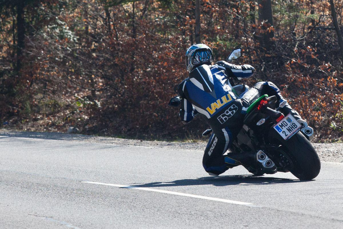 http://www.motorrad-bilder.at/slideshows/291/010872/bmw_s1000r_kawasaki_z1000_action_8.jpg
