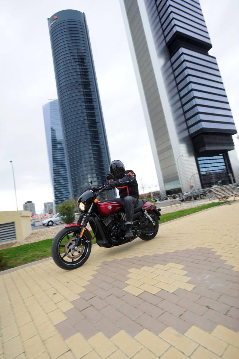 http://www.motorrad-bilder.at/slideshows/291/010875/harley-street-750-test-23.jpg