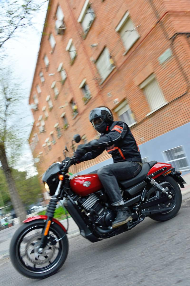 http://www.motorrad-bilder.at/slideshows/291/010875/harley-street-750-test-31.jpg