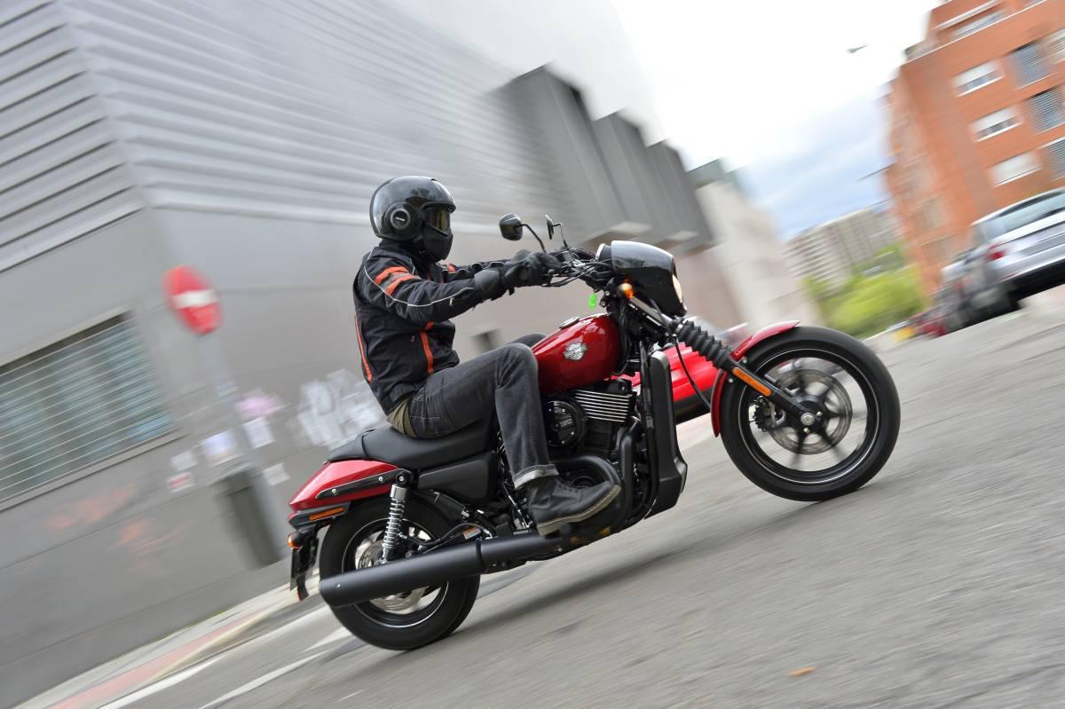 http://www.motorrad-bilder.at/slideshows/291/010875/harley-street-750-test-33.jpg