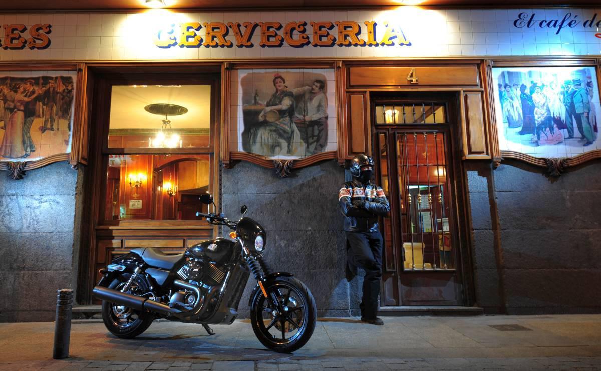 http://www.motorrad-bilder.at/slideshows/291/010875/harley-street-750-test-37.jpg