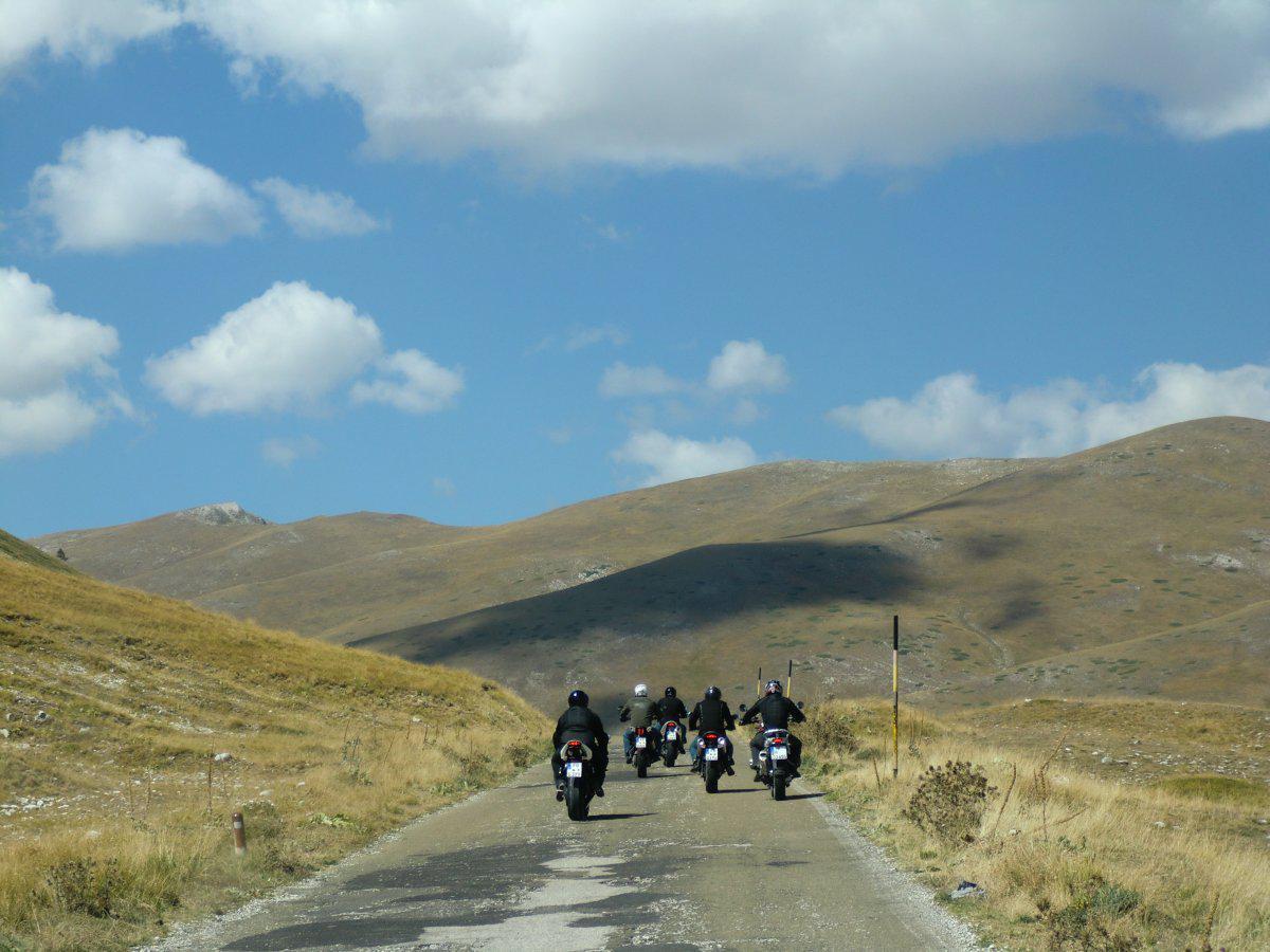 http://www.motorrad-bilder.at/slideshows/291/010925/helden-touren1-1.jpg