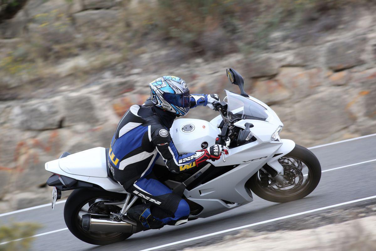 http://www.motorrad-bilder.at/slideshows/291/010928/honda_vfr800f_2014_10.jpg