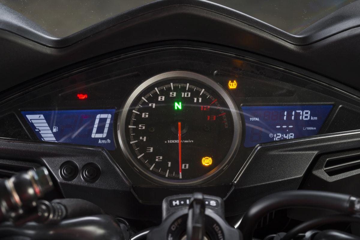 http://www.motorrad-bilder.at/slideshows/291/010929/honda_vfr800f_2014-statisch_6.jpg