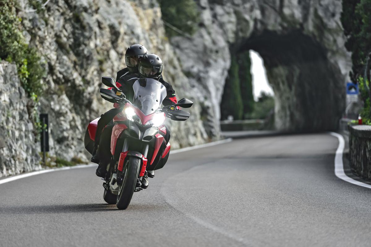 http://www.motorrad-bilder.at/slideshows/291/010958/ducati_d-air_25.jpg