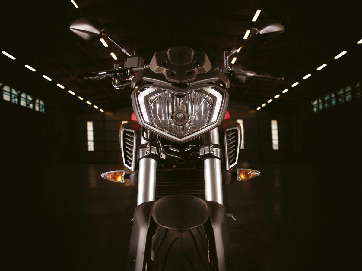 http://www.motorrad-bilder.at/slideshows/291/011020/yamaha-mt125-2014-21.jpg