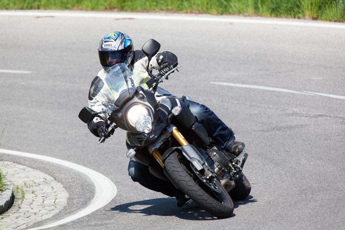 http://www.motorrad-bilder.at/slideshows/291/011025/suzuki_v-strom1000_dauertest_22.jpg
