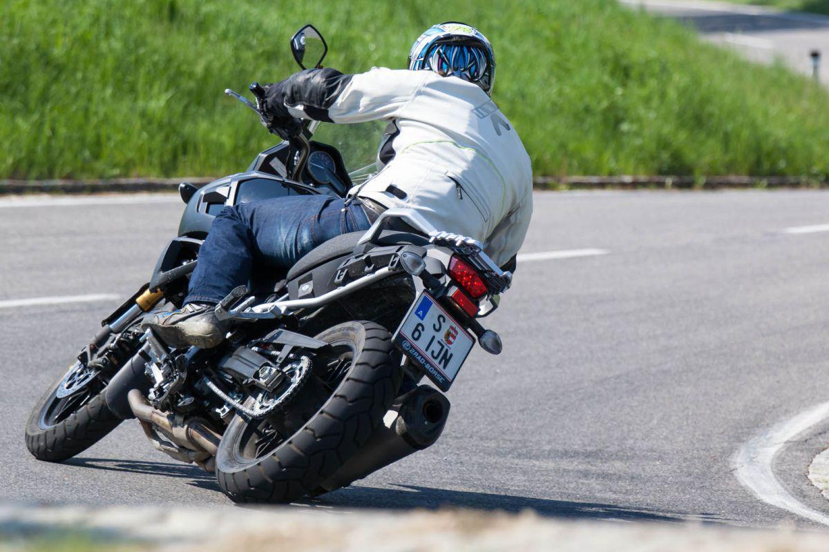 http://www.motorrad-bilder.at/slideshows/291/011025/suzuki_v-strom1000_dauertest_29.jpg