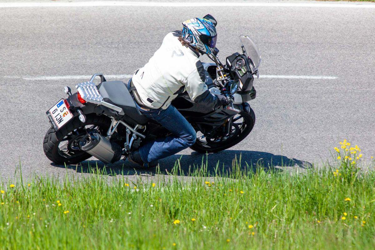 http://www.motorrad-bilder.at/slideshows/291/011025/suzuki_v-strom1000_dauertest_4.jpg