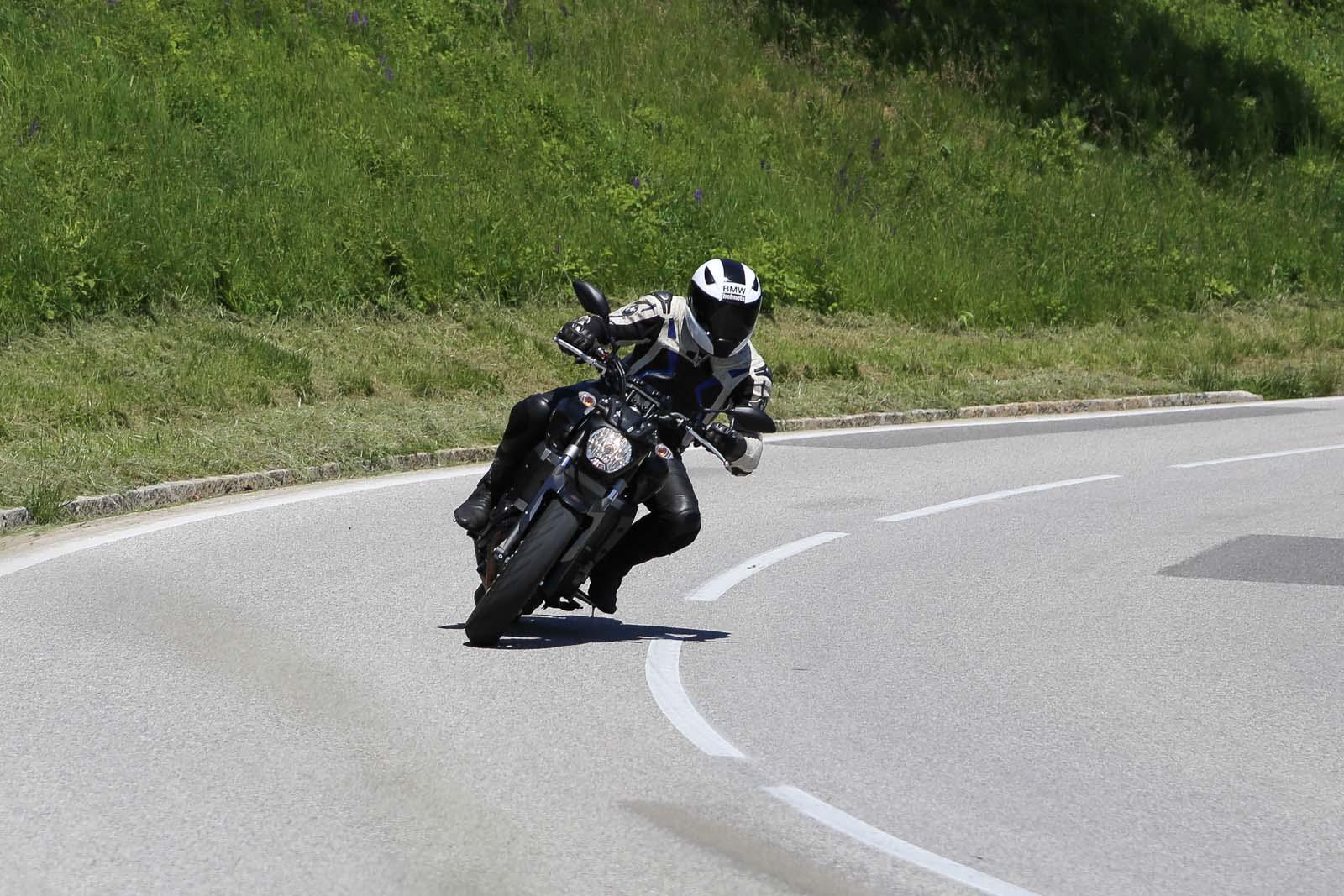 http://www.motorrad-bilder.at/slideshows/291/011178/NakedbikeTestAuswahl4.jpg