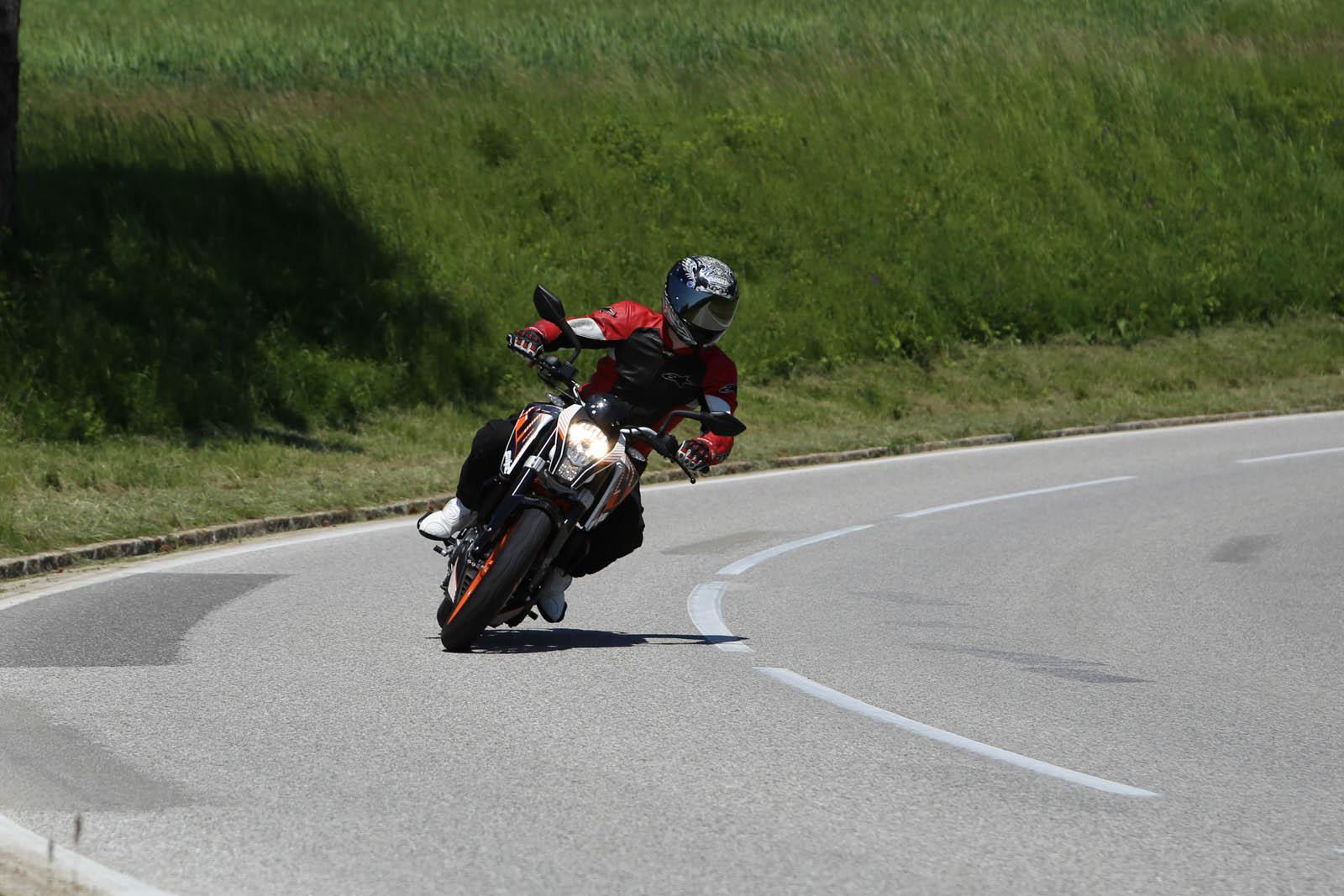 http://www.motorrad-bilder.at/slideshows/291/011178/NakedbikeTestAuswahl5.jpg