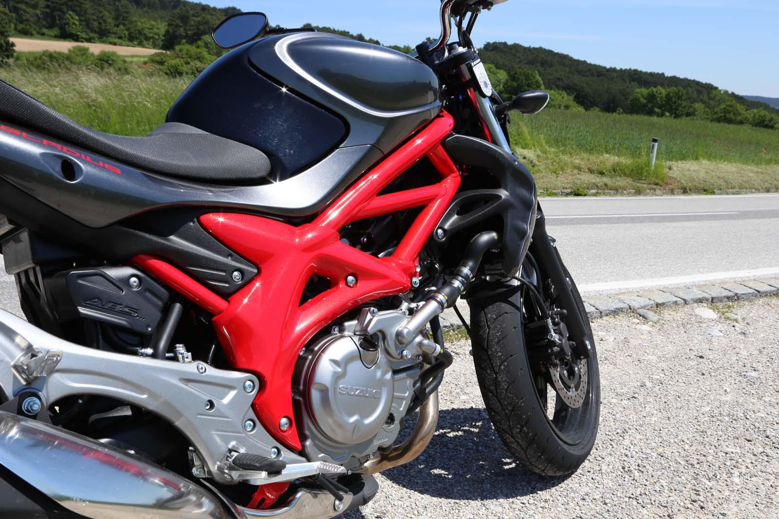 http://www.motorrad-bilder.at/slideshows/291/011178/NakedbikeTestAuswahl6.jpg