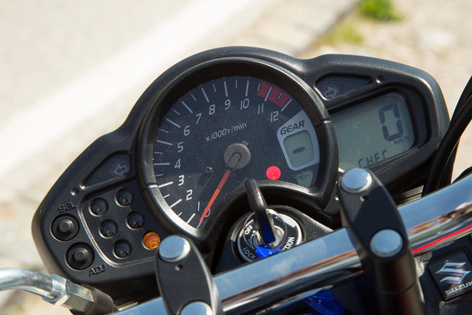 http://www.motorrad-bilder.at/slideshows/291/011178/NakedbikeTestAuswahl7.jpg