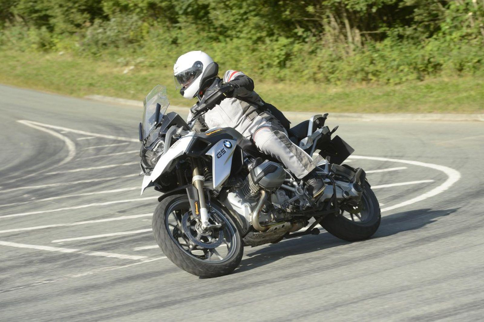 http://www.motorrad-bilder.at/slideshows/291/011359/continental_tkc_70_test_5.jpg